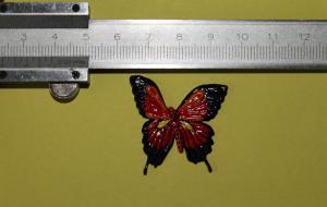 3Д напечатанная бабочка с послепечатной ручной росписью.