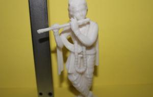 Статуетка напечатана из белого ПЛА, высота 100 мм