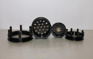 Катушки из черного ПЛА пластика, толщина слоя печати 150 микрон.