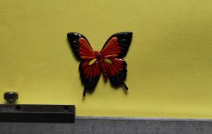 Бабочка с художественной росписью