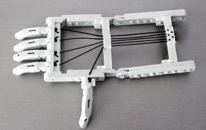 Протез руки полностью изготовлен методом 3D печати.