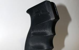Рукоятка от автомата напечатана из прочного ABS пластика.